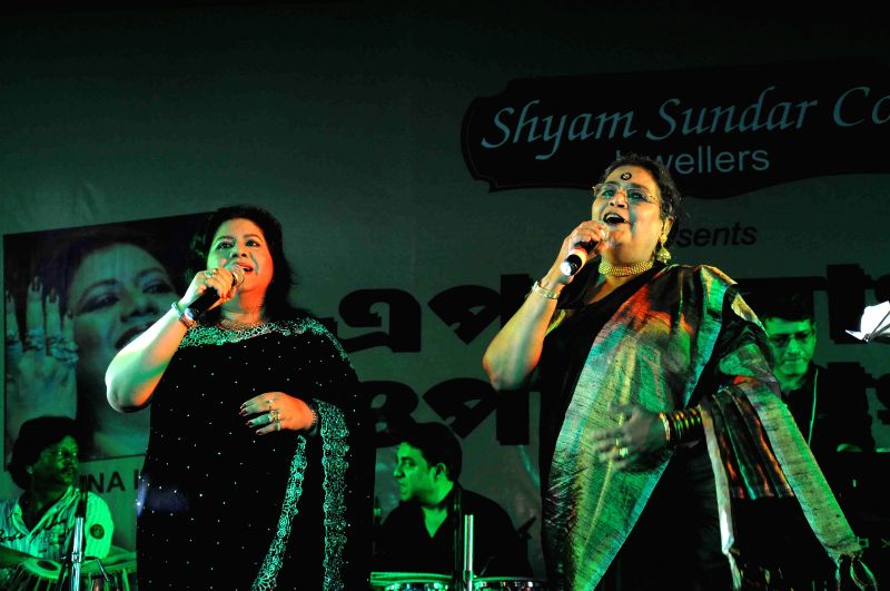 "Bangladeshi Folk Singer Runa Laila and singer Usha Uthup perform during ""Epar Bangla Opar Bangla"" a programme organised to honor the art of Jewellery Making and recreate the oneness between India"