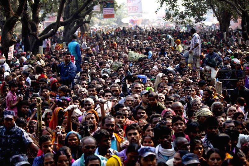 Bara (Nepal): Nepalese Hindu devotees gather to offer prayers to please Gadhimai at Gadhimai temple in Bariyapur, Bara, Nepal, Nov. 27, 2014. Gadhimai festival is a Hindu festival with the goal of ...