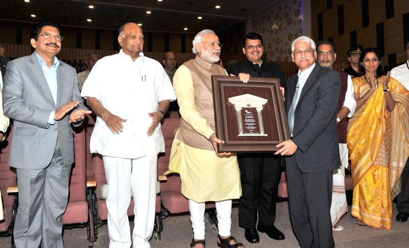 Prime Minister Narendra Modi presents a memento to Vijay Shirke, during the inauguration of the Appasaheb Pawar Auditorium of Agricultural Development Trust, in Baramati, Maharashtra on Feb - Narendra Modi, C. Vidyasagar Rao and Radha Mohan Singh