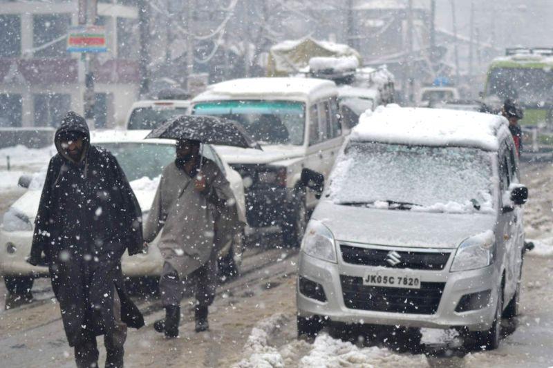 Baramulla receives fresh snowfall on March 2, 2015.