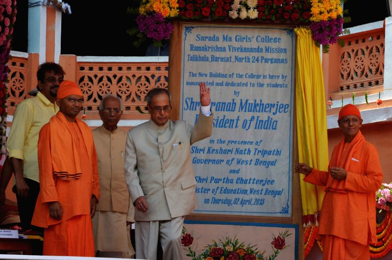 President Pranab Mukherjee during inauguration of the new building of Sarada Ma Girls College in Barasat of West Bengal on April 2, 2015. Also seen West Bengal Governor Keshari Nath ... - Pranab Mukherjee and Keshari Nath Tripathi