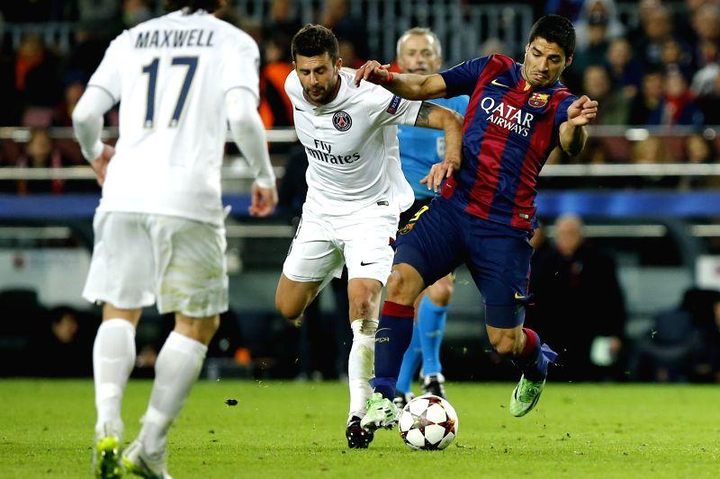 Barcelona's Luis Suarez (R) vies for the ball during the UEFA Champions League group F football match against Paris Saint-Germain in Barcelona, Spain, on Dec. 10, 2014. Barcelona won 3-1. .