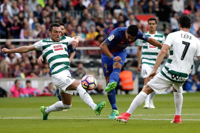 BARCELONA, May 22, 2017 - Barcelona's Luis Suarez (C) kicks the ball during the Spanish first division soccer match between FC Barcelona and SD Eibar at the Camp Nou Stadium in Barcelona, Spain, May ...