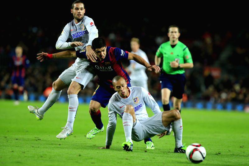 Barcelona's Uruguayan forward Luis Suarez vies for a ball during the Copa del Rey football match FC Barcelona v Atletic de Madrid in Barcelona, Spain, Jan. 22, 2015. Barcelona won 1-0. (Xinhua/Pau ...