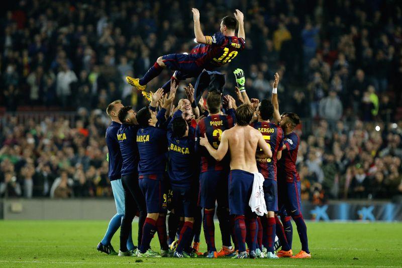 Barcelona (Spain):Barcelona's Argentine forward Lionel Messi teammates hold him after goal during La Liga football match FC Barcelona v Sevilla FC in Barcelona, Spain, Nov. 22, 2014. Barcelona wins ..
