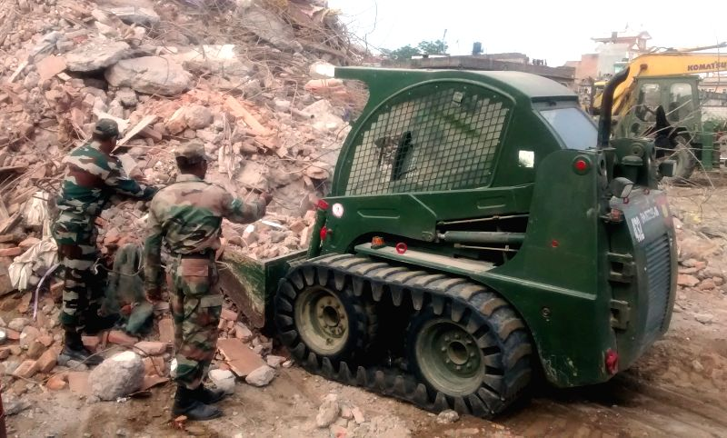 Barpak (Nepal): Indian Army Engineers involved in the rescue operation, at Barpak, in Nepal on May 1, 2015.