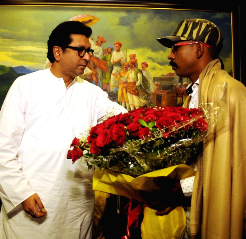 Basant Kumar, who was the first to notice that the MAHAD bridge had given way and informed police being felicitated by MNS chief Raj Thackeray in Mumbai, on Aug 10, 2016. - Basant Kumar
