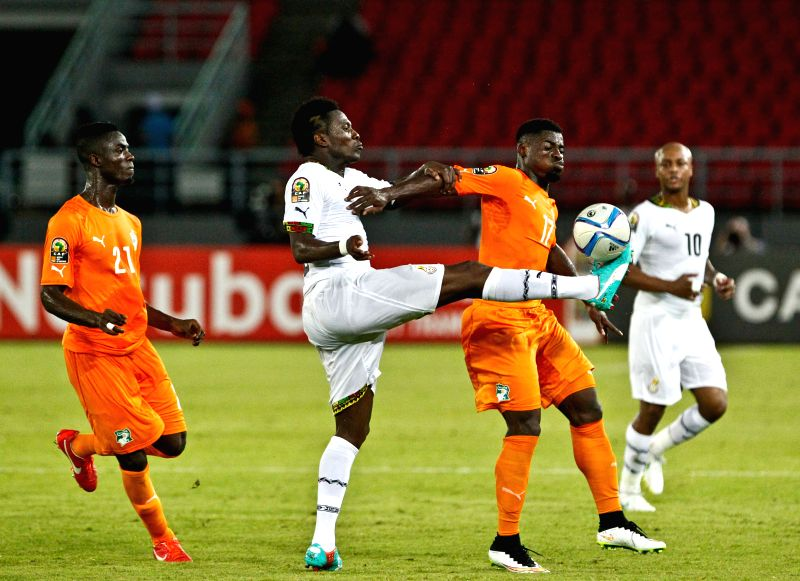 Serge Alain Stephane Aurier (2nd R) of Cote d'Ivoire vies with Asamoah Gyan (2nd L) of Ghana during the final match of Africa Cup of Nations in Bata, Equatorial Guinea,
