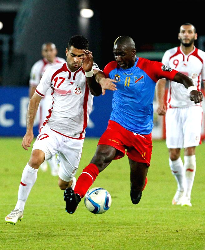 Hamza Mathlouthi of Tunisia (L) vies with Yannik Yala Bolasie of the Democratic Republic of Congo (DR Congo) during a group match of Africa Cup of Nations in Bata, ...