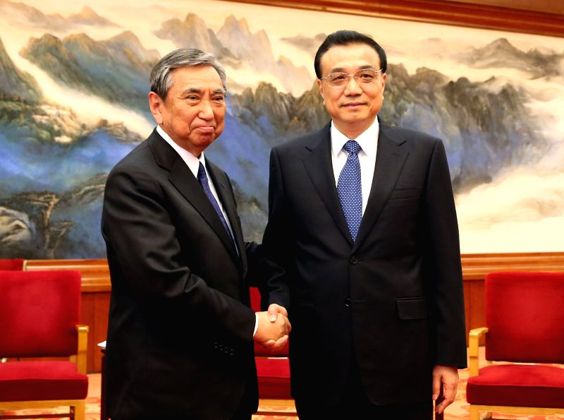 Chinese Premier Li Keqiang (R) meets with Yohei Kono, president of the Japanese Association for the Promotion of International Trade, and a large delegation from ...