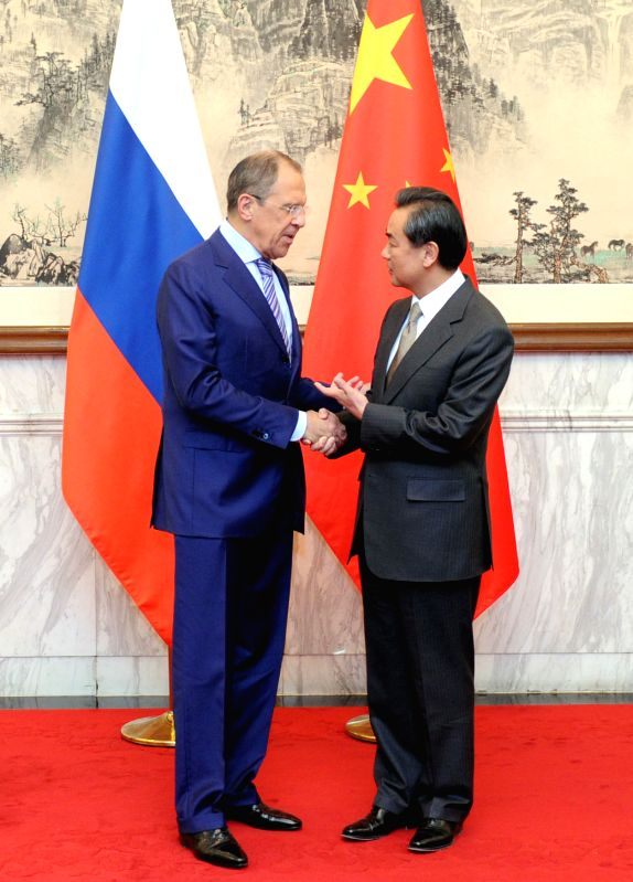 Chinese Foreign Minister Wang Yi (R) holds talks with his Russian counterpart Sergey Lavrov in Beijing, capital of China, April 15, 2014.