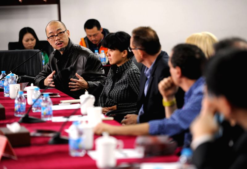 Animation director Wang Chuan (2nd, L) exchanges ideas with Hollywood animation masters Mike Reiss and Mark J. Gordon in Beijing, capital of China, April 15, 2015. ...