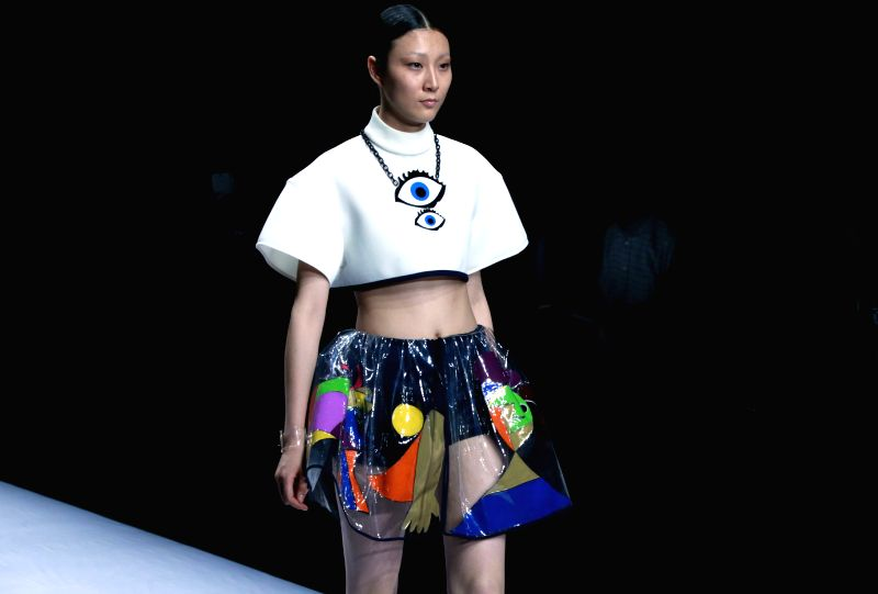 A model presents a creation of graduates from Zhejiang University of Science and Technology in Beijing, capital of China, April 24, 2014. The China Graduate ...