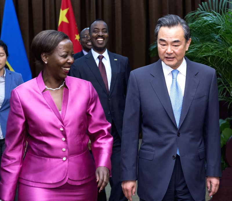 Chinese Foreign Minister Wang Yi (R) holds talks with his Rwandan counterpart Louise Mushikiwabo in Beijing, capital of China, April 30, 2015.