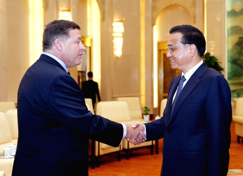 Chinese Premier Li Keqiang (R) meets with a delegation of U.S. congressmen led by Bill Shuster (L), chairman of the House Transportation and Infrastructure ...