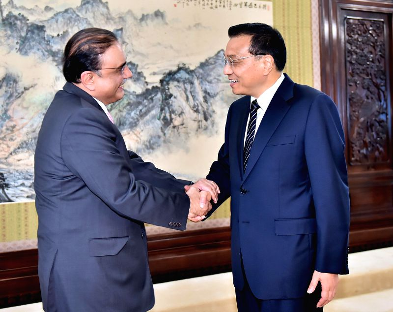 Chinese Premier Li Keqiang (R) meets with Asif Ali Zardari, former Pakistani president and chairman of Pakistan People's Party, in Beijing, capital of China, Aug. ..
