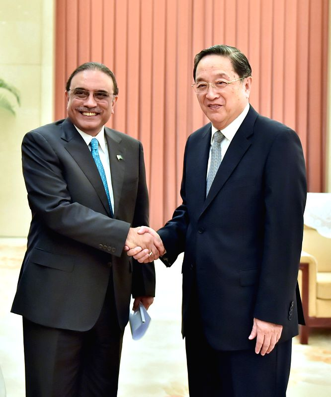 Yu Zhengsheng(R), chairman of the National Committee of the Chinese People's Political Consultative Conference (CPPCC), meets with Asif Ali Zardari, former ...