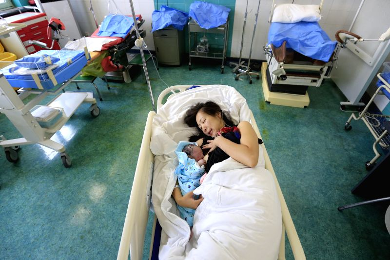 BEIJING, Aug. 6, 2016 - Ma Shuai, a mother of two children, breastfeeds her newly-born baby in hospital in Beijing, capital of China, Aug. 2, 2016. This week is the World Breastfeeding Week, ...