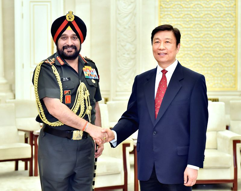 Chinese Vice President Li Yuanchao (R) meets with Indian Army Chief General Bikram Singh, who is also chair of the committee of chiefs of staff of the Indian armed ..