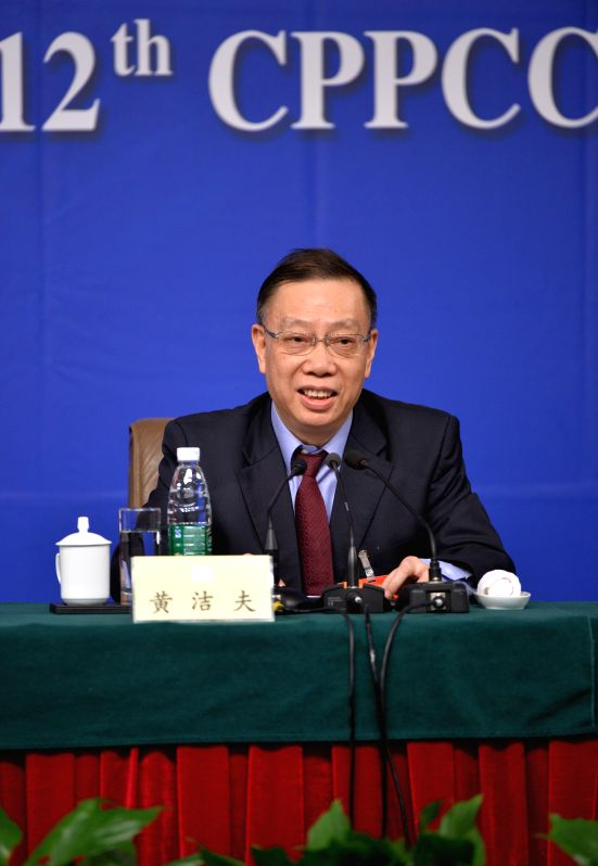 Huang Jiefu, a member of the 12th National Committee of the Chinese People's Political Consultative Conference (CPPCC), gives a press conference during the third ...