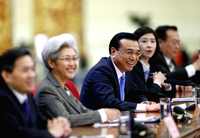 Chinese Premier Li Keqiang (C) gives a press conference after the closing meeting of the third session of China's 12th National People's Congress (NPC) at the ...