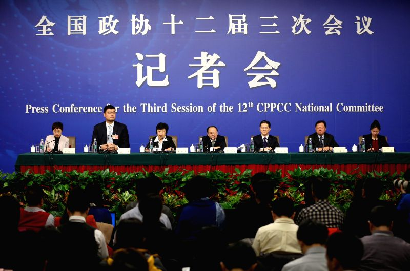 Chen Huifeng(C), Zhou Hanmin(3rd R), Tang Xiaoqing(3rd L), Wang Junfeng(2nd R), Yao Ming(2nd L), members of the 12th National Committee of the Chinese People's ...