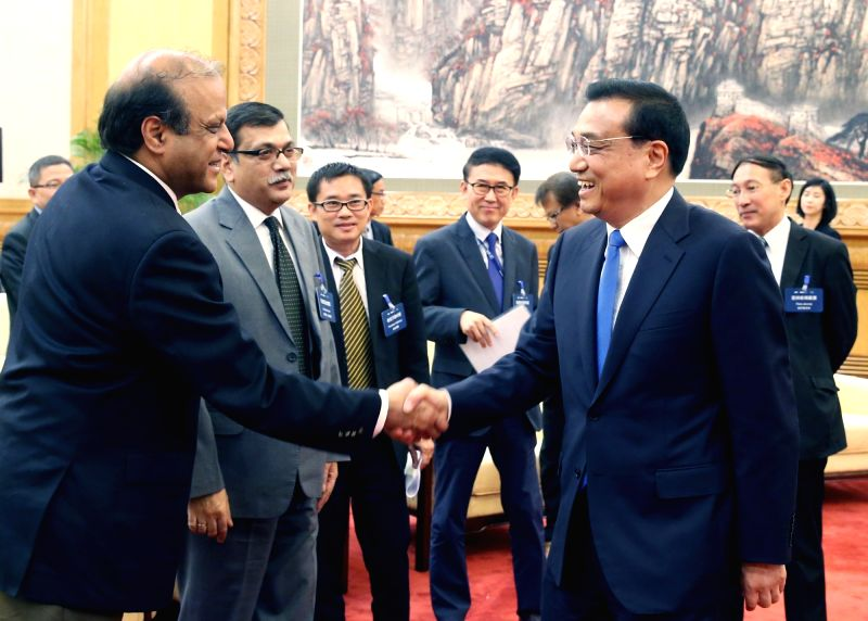 BEIJING, May 31, 2016 - Chinese Premier Li Keqiang (R, front) meets with delegates from the annual board meeting of the Asia News Network (ANN) at the Great Hall of the People in Beijing, capital of ...