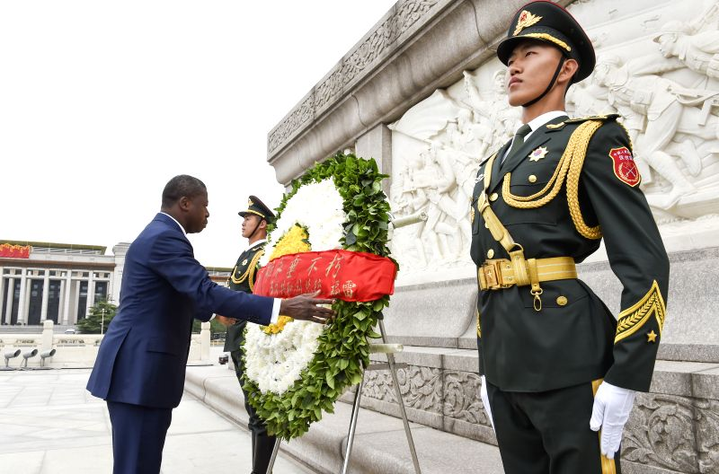 BEIJING, May 31, 2016 - Togolese President Faure Gnassingbe lays a wreath to the Monument to the People's Heroes at the Tian'anmen Square in Beijing, capital of China, May 31, 2016.  (Xinhua/Zhang ...