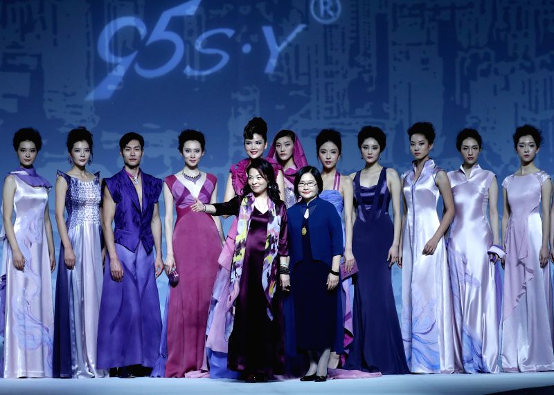 BEIJING, Nov. 5, 2017 - Designer Deng Zhaoping and models answer a curtain call at China Fashion Week S/S 2018 in Beijing, capital of China, Nov. 5, 2017.