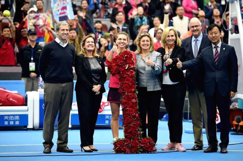 BEIJING, Oct. 7, 2017 - Simona Halep (3rd L) of Romania celebrates after being presented with a bouquet in the shape of the number '1', after surging to world number one by winning her women's ...