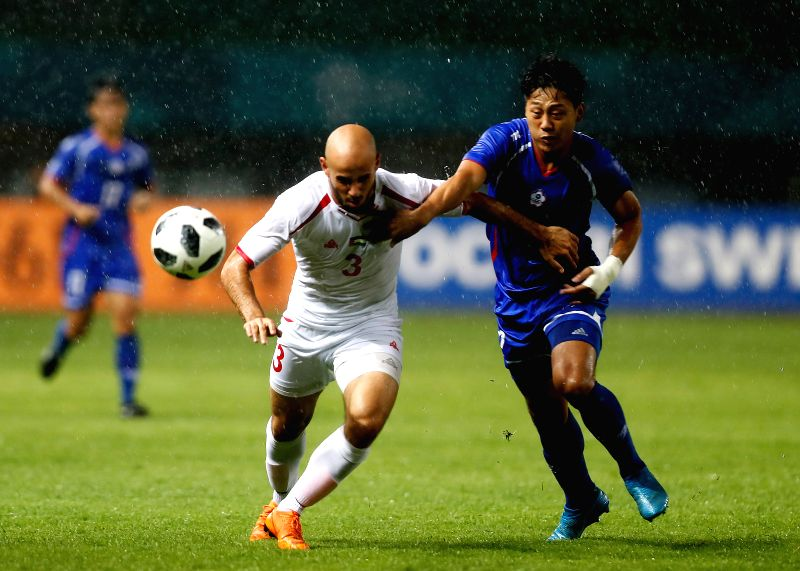 BEKASI, Aug. 10, 2018 - Lee Hsiangwei (R) of Chinese Taipei vies with Mohammed Rashid of Palestine during the Men's Football Group A match between Chinese Taipei and Palestine at the 18th Asian Games ...