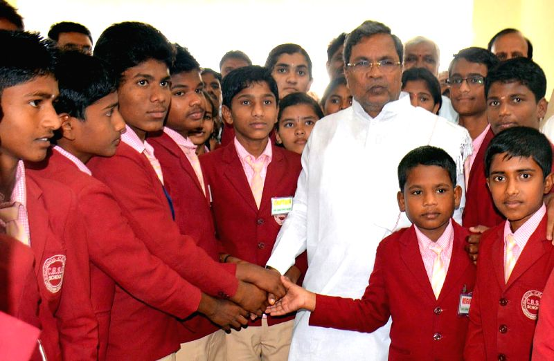 Karnataka Chief Minister Siddaramaiah interacts with the students visiting Suvarna Soudha during the winter session of Karnataka Assembly in Belagavi on Dec 19, 2014. - Siddaramaiah