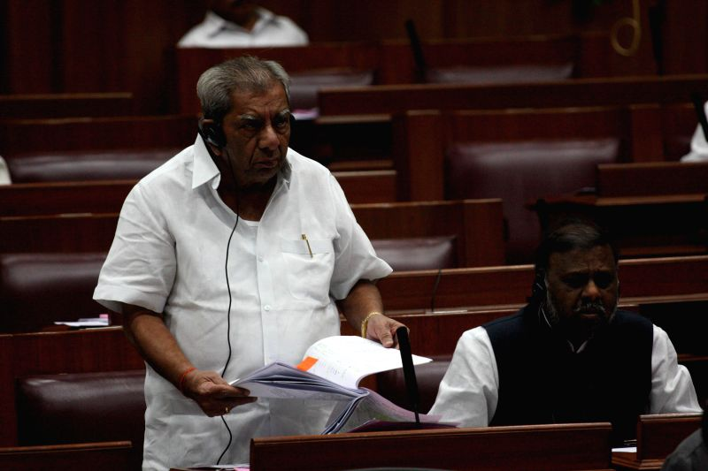 Karnataka Minister Shamanur Shivashankarappa addresses during the winter session of Karnataka assembly at Suvarna Soudha, in Belagavi on Dec 16, 2014. - Shamanur Shivashankara