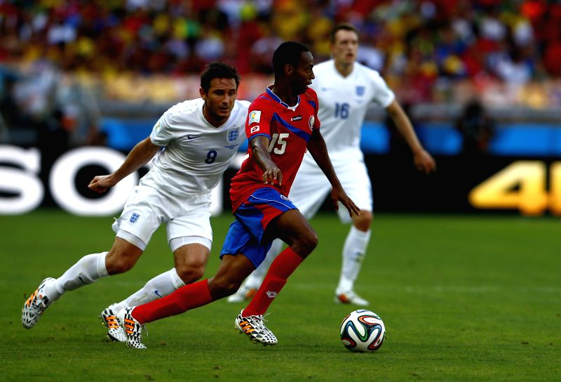 Costa Rica's Junior Diaz (front) runs with the ball during a Group D match between Costa Rica and England of 2014 FIFA World Cup at the Estadio Mineirao Stadium