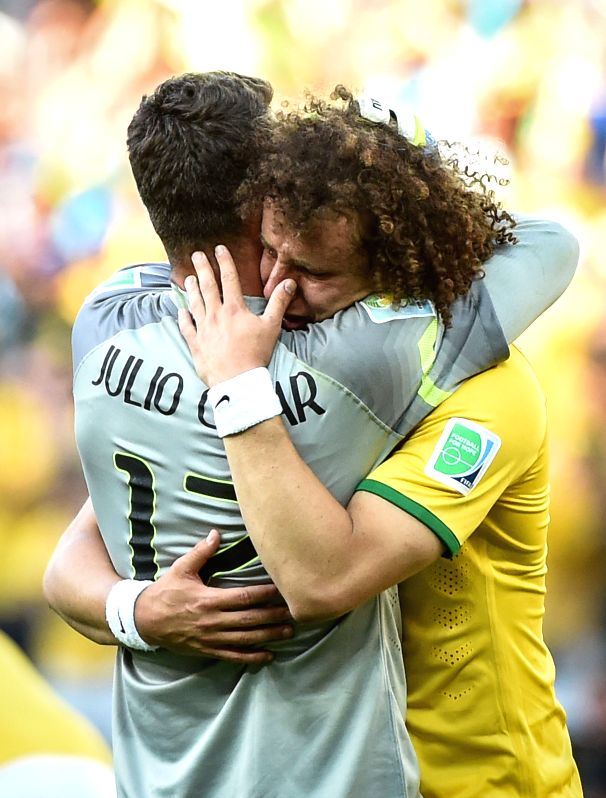 Brazil's Julio Cesar (L) celebrates the victory with David Luiz after a Round of 16 match between Brazil and Chile of 2014 FIFA World Cup at the Estadio ...