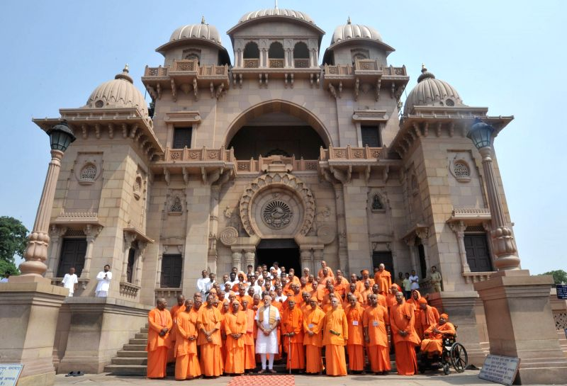 Belur Math: Prime Minister Narendra Modi visits the Ramakrishna ...