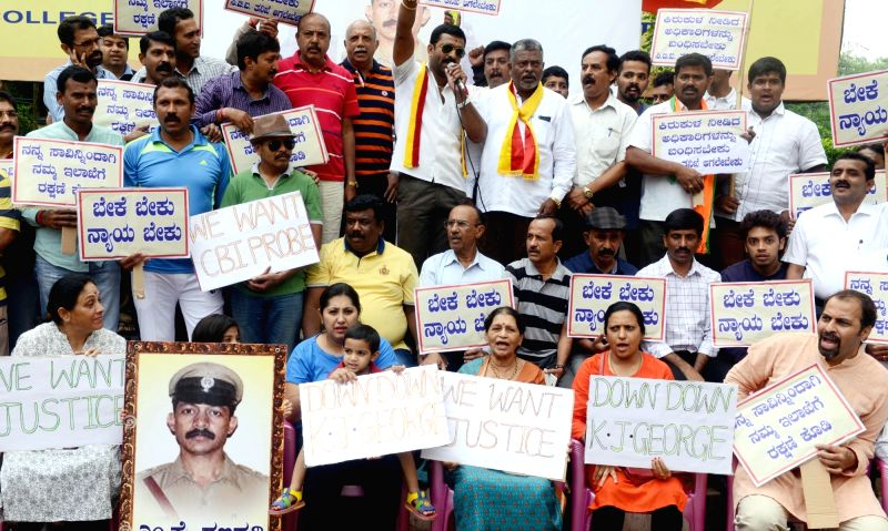 BEML Layout Welfare Association Members stage a demonstration demanding CBI investigation of suicide of DYSP MK Ganapathy case, in Bengaluru on July 17, 2016.
