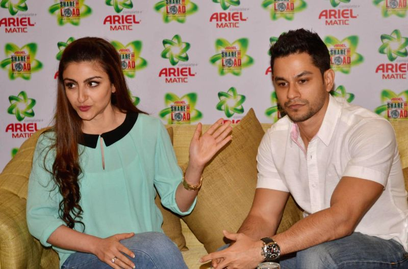 Actors Soha Ali Khan and Kunal Kemmu during a programme in Bengaluru, on March 12, 2015.