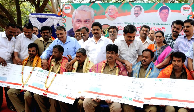 Auto drivers being felicitated during 90th birthday celebrations of former prime minister Atal Bihari Vajpayee organsied by BJP Auto drivers' wing in Bengaluru on Dec 25, 2014.
