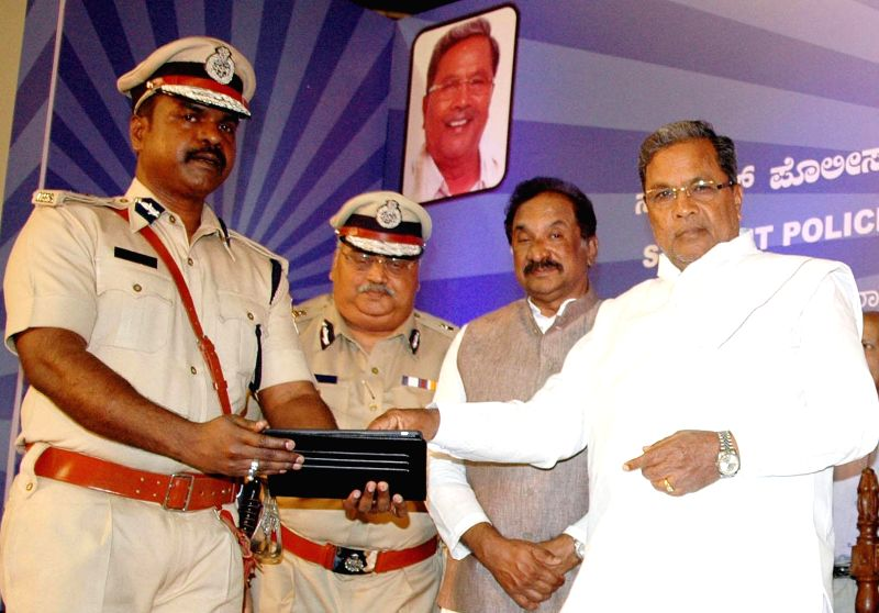 Chief Minister Siddaramaiah with Karnataka DG and IGP Om Prakash during a programme at Kanteerava indoor stadium, in Bangalore on March 2, 2015.