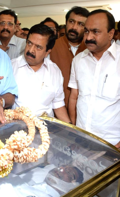 Congress leaders pay tribute to Kerala assembly speaker and Congress leader G. Karthikeyan who died in a Bengaluru Hospital where he was being treated for liver cancer on March 7, 2015.