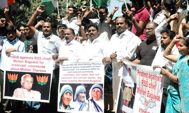 Congressmen stage a demonstration against RSS chief Mohan Bhagwat for his remarks on Mother Teresa in Bengaluru, on Feb 24, 2015.