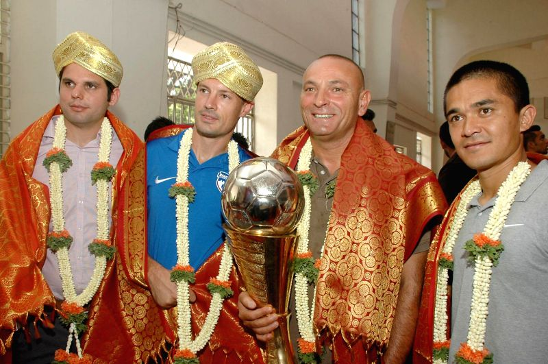 Bengaluru Football Club (BFC) COO Mustafa Ghouse with BFC Coach Ashley Westwood and BFC captain Sunil Chhetri with their I League Champions Trophy, during their felicitation ceremony, at Bangalore ... - Sunil Chhetri