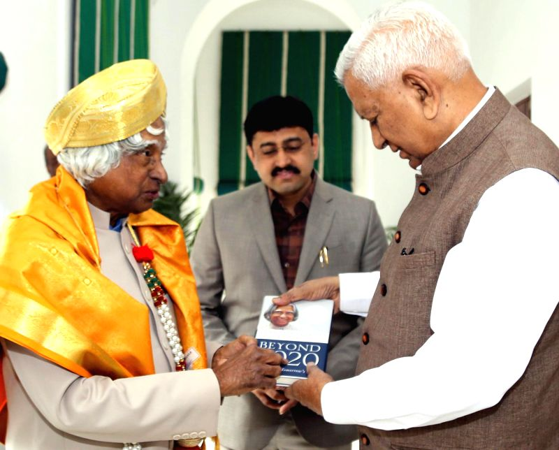 Former President of India APJ Abdul Kalam being welcomed by the Karnataka Governor Vajubhai Rudabhai Vala at Rajbhavan, in Bengaluru, on Dec 19, 2014.