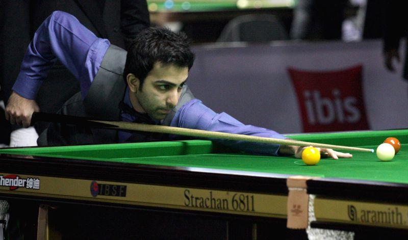 Indian player Pankaj Advani in action during IBSF World Snooker Championships at Kanteerava Stadium, in Bengaluru on Nov. 21, 2014.