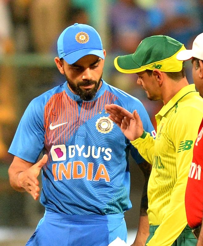 Bengaluru: Indian skipper Virat Kohli and South African skipper Quinton de Kock during the toss ahead of the 3rd T20I match between India and South Africa at M. Chinnaswamy Stadium in Bengaluru on Sep 22, 2019.