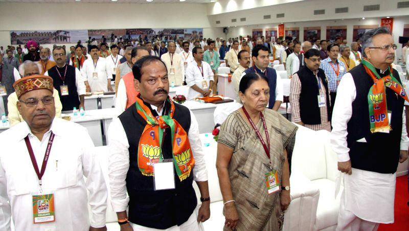 Jharkhand Chief Minister Raghubar Das, Gujarat Chief Minister Anandiben Patel and Chhattisgarh Chief Minister Raman Singh during the BJP National Executive Committee meeting in Bengaluru, ... - Raghubar Das, Anandiben Patel, Raman Singh and Amit Shah