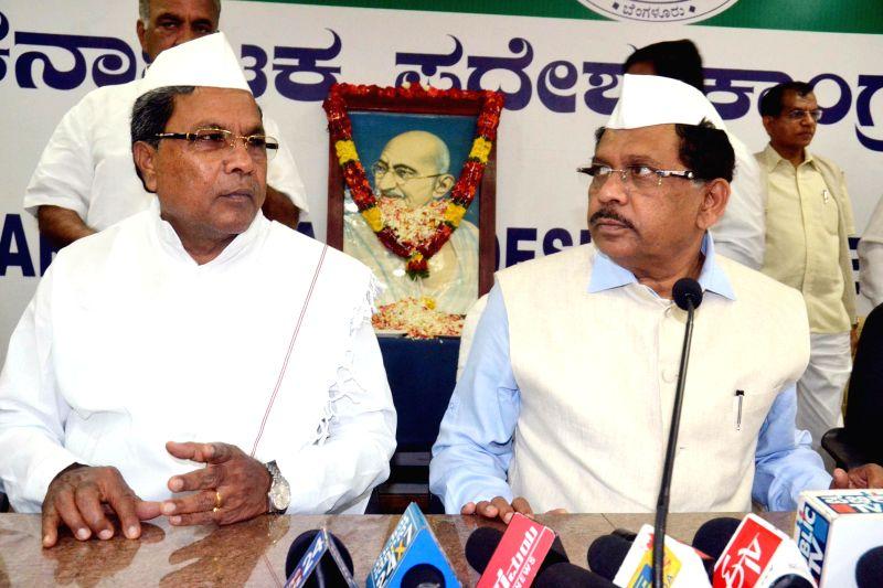 Karnataka Chief Minister Siddaramaiah and Karnataka Congress chief G Parameshwar address a press conference on the foundation day of Congress in Bengaluru, on Dec 28, 2014. - Siddaramaiah