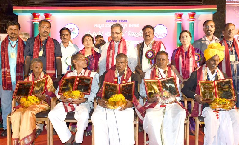 Karnataka Chief Minister Siddaramaiah during 2012 and 2013 Janapada Academy Award presentation ceremony at Samsa Auditorium in Bengaluru, on Dec 30, 2014. Also seen Karnataka Ministers  ... - Siddaramaiah, Ramalinga Reddy and Umashree