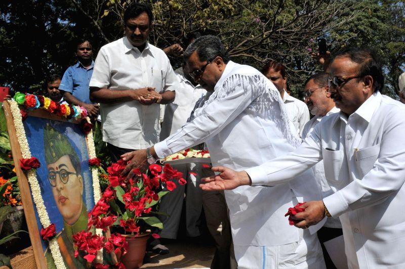 Karnataka Chief Minister Siddaramaiah pays tribute to Netaji Subhas Chandra Bose on his birth anniversary in Bengaluru, on Jan 23, 2015.
